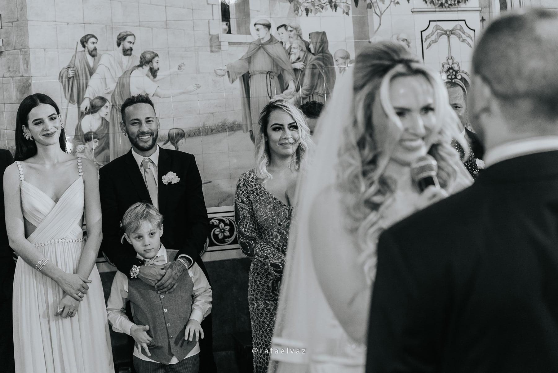 Casamento com neymar, neymar no casamento, casamento gabi e léo, casamento a noite, casamento na igreja, casamento na igreja do valongo, casamento com famoso, casamento com wesley safadão, casamento com safadão, neymar e bruna marquezine, neymar e bruna marquezine no casamento, casamento de jogador de futebol, casamento em santos, Rafael vaz fotografia, fotógrafo de famosos, david brasil, casamento de famosos, casamento do léo do santos, neymar e bruna marquezine padrinhos