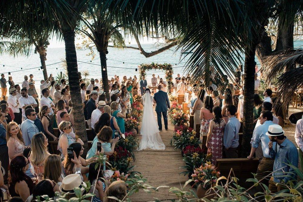 lindo casamento na praia, decoração linda, casamento de dia, cerimônia pé na areia, ensaio no pôr do sol