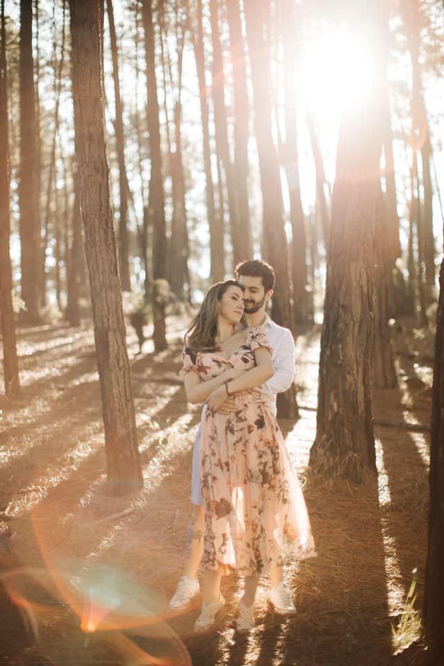 pre wedding em campos do jordão, ensaio, ensaio de casamento, ensaio de casal, casal, fotografia, ensaio fotografico, campo, por do sol, luz do dia, ensaio externo, local